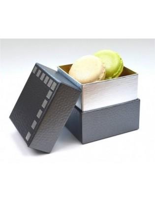 cube gris : 4-5 macarons